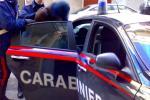 Terrore in paese: sfascia le scuole e aggredisce una donna. Arrestato, ma poi liberato