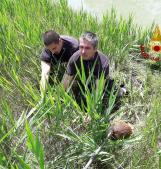 I nostri eroi salvano un capriolo finito nel canale
