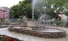Luci rosa coloreranno la fontana di piazza Merlin