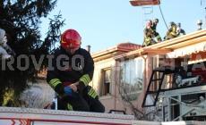 Pompieri eroi, salvano  una casa dalle fiamme