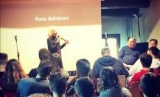 Legalità e violenza di genere: l'esempio di Rosa Balistreri torna nelle scuole con Minimiteatri