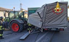 Scontro mortale tra un trattore e un furgone sulla provinciale