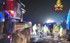 Incidente tra un furgone che trasportava medicinali e un autoarticolato: nessun ferito