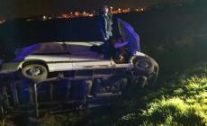 Furgone vola in un fossato: illese le tre persone a bordo