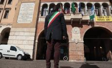 Coronavirus: il sindaco osserva un minuto di silenzio