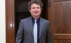 """Incremento del patrimonio bibliotecariocon nuovi volumi, audiolibri elibri in simboli"""