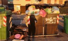 Da un quartiere all'altro per gettare rifiuti
