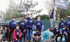 Carica di volontari per pulire Caleri