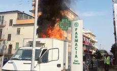 A fuoco camion di medicinali