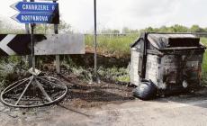 Incendiati i rifiuti abbandonati