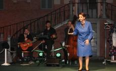 Rosalia Porcaro diverte a Ficarolo<br/> serata di successo Tra Ville e Giardini