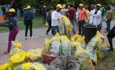 Venti sacchi di immondizia <br/> rimossi dall'argine dell'Adigetto