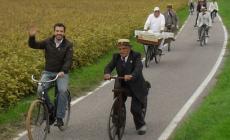 Bici d'epoca e sfilata folkloristica <br/> nel suggestivo parco di villa Camerini