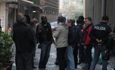 Sgomberato il suk degli abusivi<br/>ambulanti accompagnati in stazione
