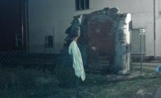 Lo spigolo dell'edificio in piazza <br/> a memoria del terremoto
