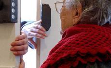 Anziana derubata di tutti i risparmi che aveva in caso