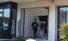 Colpi di pistola in aria <br/> fuggono i predoni del bancomat
