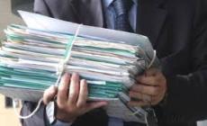 Cancelliere del tribunale falsifica la data per non pagare la multa