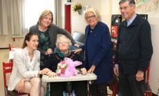 Compleanno record: la signora Maria spegna 102 candeline