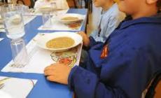 Mensa scolastica, vetro nel piatto di pasta. L'allarme dei genitori
