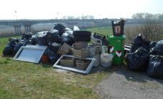 Cinquanta quintali di rifiuti, scatta la pulizia arginale