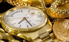 Truffa un'anziana vendendole gioielli per 15mila euro
