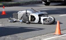 Scontro tra due scooter, conducenti feriti. Uno è in gravi condizioni