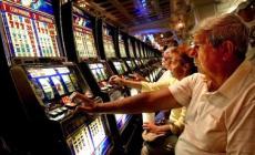 Gioco d'azzardo, 400 euro di multa per chi non rispetta gli orari