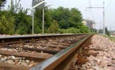 Donna travolta e uccisa da un treno al passaggio a livello: circolazione in tilt