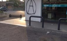 Muri imbrattati dai vandali: è caccia ai responsabili