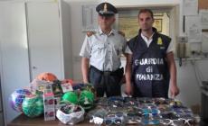 Venditori abusivi nelle spiagge, sequestri per migliaia di euro