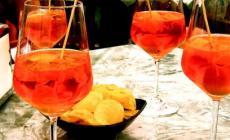 No alle bevande in bicchieri di vetro durante gli eventi