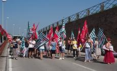 I sindacati e i dipendenti salgono sulle barricate