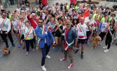 Una città invasa dalle fasce tricolore: buona la prima per la Casarun