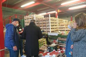 Frutta, verdura e altri prodotti recuperati dai supermercati per aiutare le famiglie rodigine in difficoltà