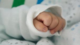 Neonato di 10 giorni ricoverato con il covid