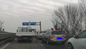 Schianto in Transpolesana, traffico bloccato