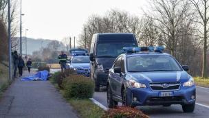 Una 52enne in bici muore travolta da un furgone