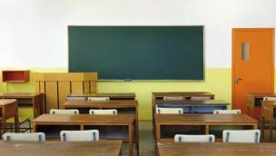 Scuola, le regole per la ripartenza: distanza tra i banchi e mascherina obbligatoria