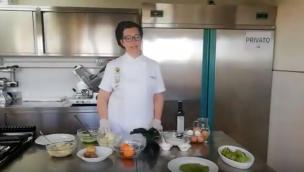 Come preparare fagottini di cavolo nero ripieni di cavolfiore e salsiccia