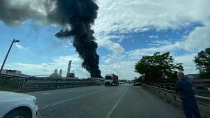 Nube nera e allarme chimico per la popolazione