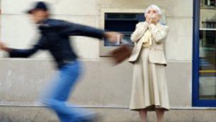 Scippata un'anziana, fermato il ladro minorenne