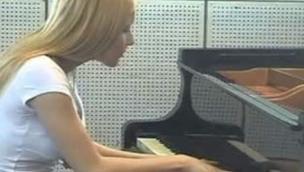 Trovata morta l'ex bambina prodigio del pianoforte