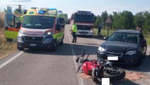 Schianto in strada, paura per un motociclista