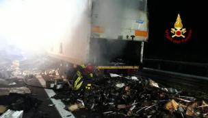 Rimorchio a fuoco in A13: autostrada bloccata