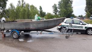 Centinaia di metri di rete per fare strage di pesce: presi i pirati