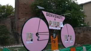 Il Giro d'Italia passa venerdì lungo il Corso. Scuole chiuse