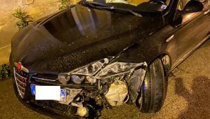 21enne ubriaco alla guida durante il coprifuoco si schianta contro un muro