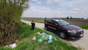 Stava per liberarsi dei rifiuti sul Ceresolo, sanzionato dai Carabinieri