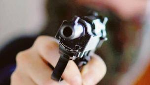 19enne ubriaco al parco minaccia i passanti con una pistola